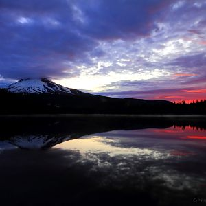 Sunrise over Trillium Lake